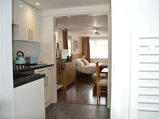 Hartsdown Hive with kitchen, bathroom, garden and parking.