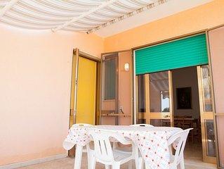 Appartamento vacanze a Torre Lapillo, 2 camere letto, terrazza attrezzata