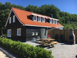 Modern, luxe vakantiehuis in Oostkapelle, dichtbij het strand en centrum,