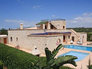 Villa avec piscine privée 1 2 3 soleil pour 8 personnes.