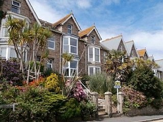 Large, Light And Spacious Town House. Magnificent Views, Patio, Parkng