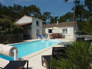 A 600 m de la plage,  rue calme, maison conviviale avec piscine et terrasses