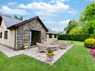 Mountain views from peaceful, dog-friendly and generous accommodation 2 miles fr