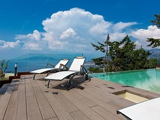 6 bedroom Villa, sleeps 14 with Pool, Air Con and FREE WiFi
