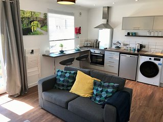Market Town Apartment on the edge of the Cotswolds - VERIFIED KEY WORKERS ONLY