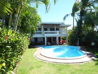 Une maison blanche face au golfe de Nicoya et le décor du Guanacaste.