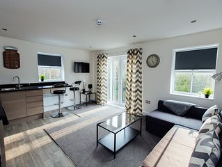 2 Bedroom Luxury Apartment -'Modern Lap of Luxury'