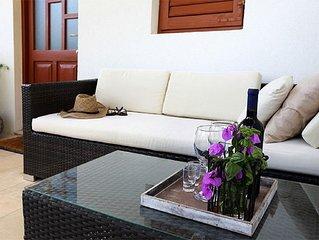 One bedroom apartment with terrace and sea view Sveta Nedilja (Hvar) (A-17139-b)
