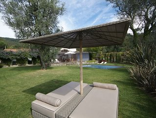 3 bedroom Villa, sleeps 7 with Pool, Air Con, FREE WiFi and Walk to Shops