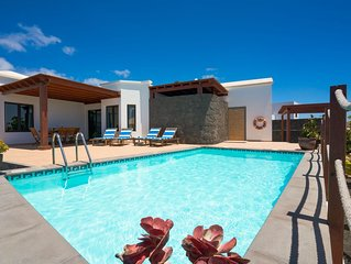Villa Clara, zona tranquila en Tías con piscina privada, climatizada y barbacoa.