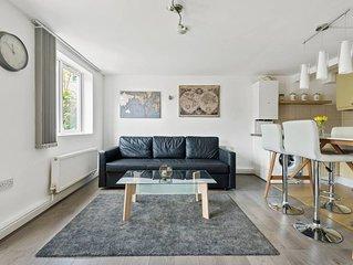Modern Two bedroom Apartment in Haringey, sleeps 6