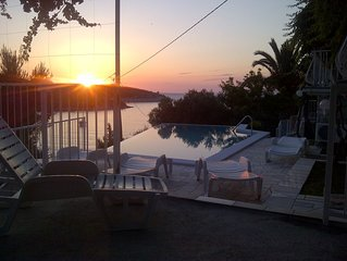 Studio Apartment with 4 beds and heated, infinity pool, familiy friendly,