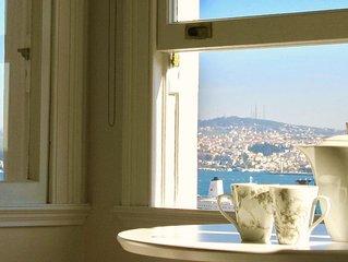 Elegant, bright, lovely sea views in Galata!