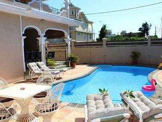 GRANDE FAMILLE -GRANDE VILLA de luxe privee 5 ch piscine privee, Wifi, CanalSat