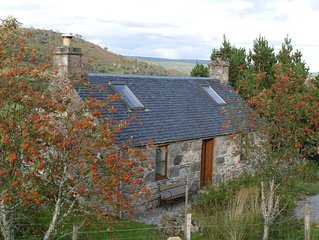 Traditional Crofters Cottage In Ideal Location For Trips N, S, E And West