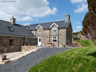 Spacious and comfortable farmhouse for 10 with character features and tasteful d