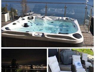 Amazing view, New Modern Funkis Beachhouse. Cozy & Jacuzzi, only 40 min to Oslo.