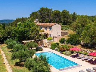 Charming, luxurious house in Cotignac for 10 p., 5 bedrooms, 3 bathrooms, pool.