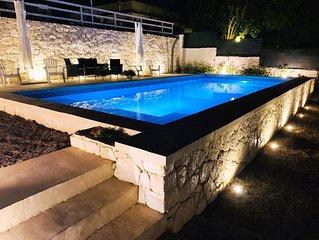 Villa con PISCINA, 6/13 Persone, 250 mt. mare, 3 Camere, 2 Bagni, 1 stanza-Cucin