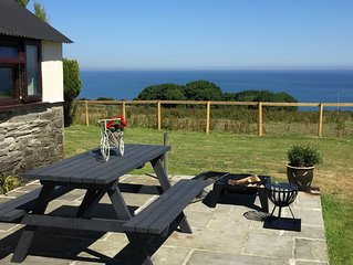 2 Byre cottages- Dog friendly cosy cottage with stunning views of the sea