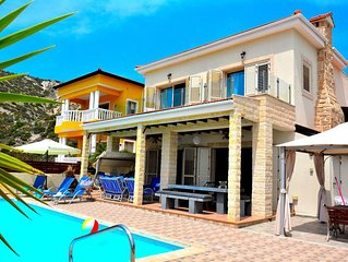 VILLA OCEAN BREEZE - IMMACULATELY PRESENTED   LUXURY VILLA WITH HEATED POOL