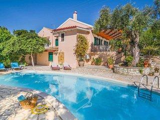 3 bed 2 bath villa w/private pool, free A/C & WiFi, walking distance to Loggos h