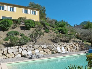 2 bedroom Villa, sleeps 4 with Pool, Air Con and FREE WiFi