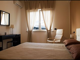 'Maddalena Suites' in Naples - Brown Room/B&B/Apartment