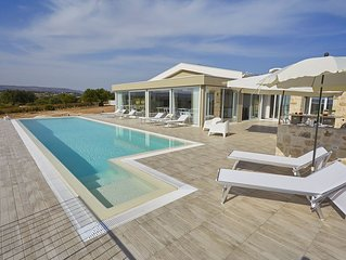 Villa, panoramic,private pool, wifi free, induction plane,1 extra cleaning.