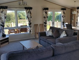 Luxury lodge with lake views - Crantock, Near Newquay