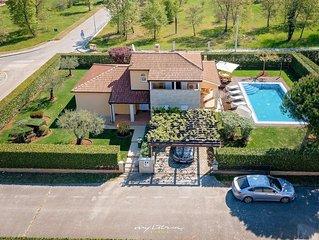 Family villa with pool near Porec and the beach