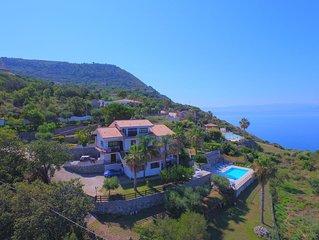 Appartamenti in Villa Albachiara con Piscina e Vista Mare Mozzafiato