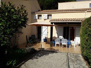 Au calme , à Sanary sur mer , villa T2 pour 4 personnes
