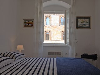Lovely one bedroom apartment for 3 on the main Hvar town square