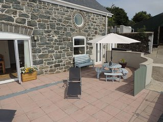 Stunning views of Cardigan Bay, quiet location, dogs welcome on a farm