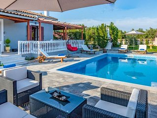 Villa Rose: Large Private Pool, A/C, WiFi
