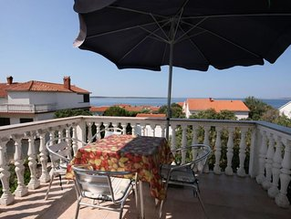 One bedroom apartment with terrace and sea view Mandre (Pag) (A-205-a)