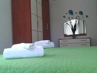 Villa immersa in verde con panorame mozzafiato