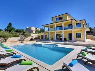 Beautiful villa with sea view near Pula