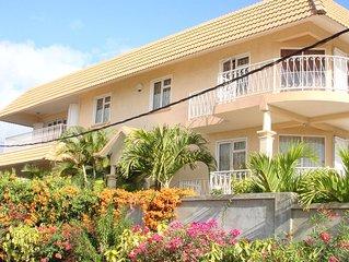 Appartement vue magnifique sur mer / montagnes, endroit calme et reposant.