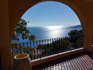 Amazing view and location on Plati gialos