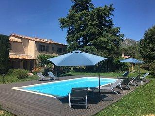 Bastide Provençale dans son écrin de verdure, piscine 10x5 m, parc arboré