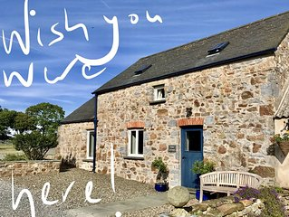 Luxury cottage, Pembrokeshire Coast National Park, central location, near Tenby
