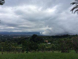 Villa de montaña a 15 minutos de S. José, con vistas espectaculares del Valle C.