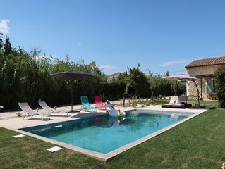 3 bedroom Villa, sleeps 8 with Pool and FREE WiFi