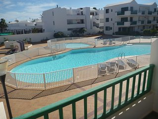 beautiful 2 bed, centrally located, costa teguise (discounts available)