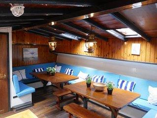 Boat-hotel Fokkelina, Rotterdam   Address  J.B. Bakemakade near housenr 48
