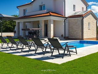 Lovely villa with pool near Porec and the beaches
