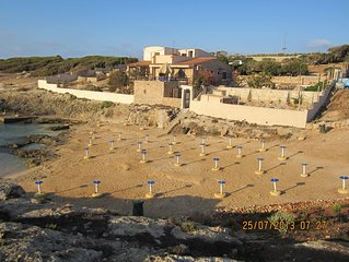 Lampedusa: Villa on the sea (pied dans l'eau)