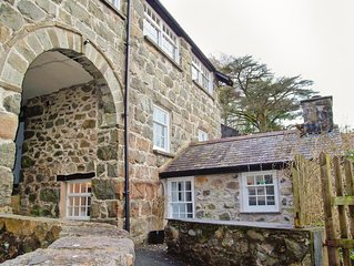 Cosy 2 bed Apartment in Snowdonia set in the Foot Hills of Cadair Idris.